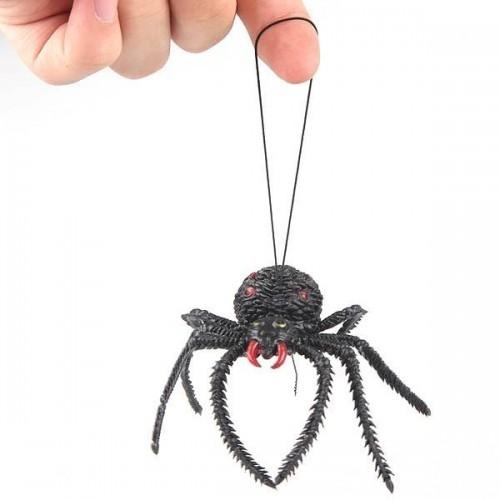 Паук игрушка на паутине из ниток